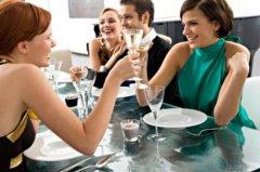<b>职场社交中赴宴需要注意的礼仪和细节</b>