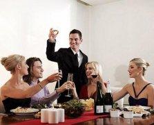 <b>餐桌礼仪中送礼礼仪如何把握</b>